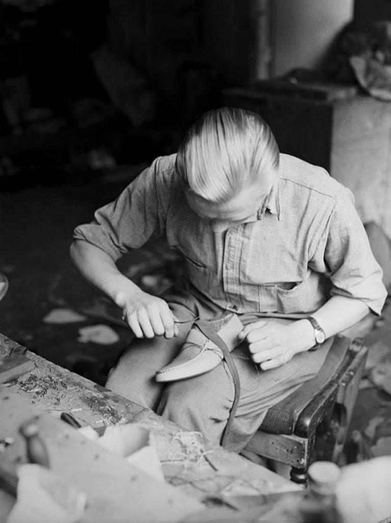Manufacturing of Aurlandsko in Aurland around 1950.